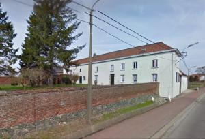 Hoeve Cottom of Cuisinaire, Edingense Steenweg 812. Voormalig pachthof met stokerij van de familie Claes. In één van de zijgevel zou zich de inscriptie 'IBC 1812' bevinden, als verwijzing naar de opdrachtgever Jan Baptist Claes. (c) Google Maps